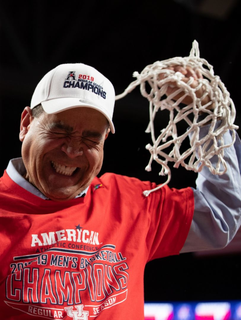 Kelvin Sampson doing the ceremonial cutting of the nets in March 2019 after Houston won the American conference. Sampson was named Coach of the Year at the Houston Sports Award on Tuesday evening | File Photo