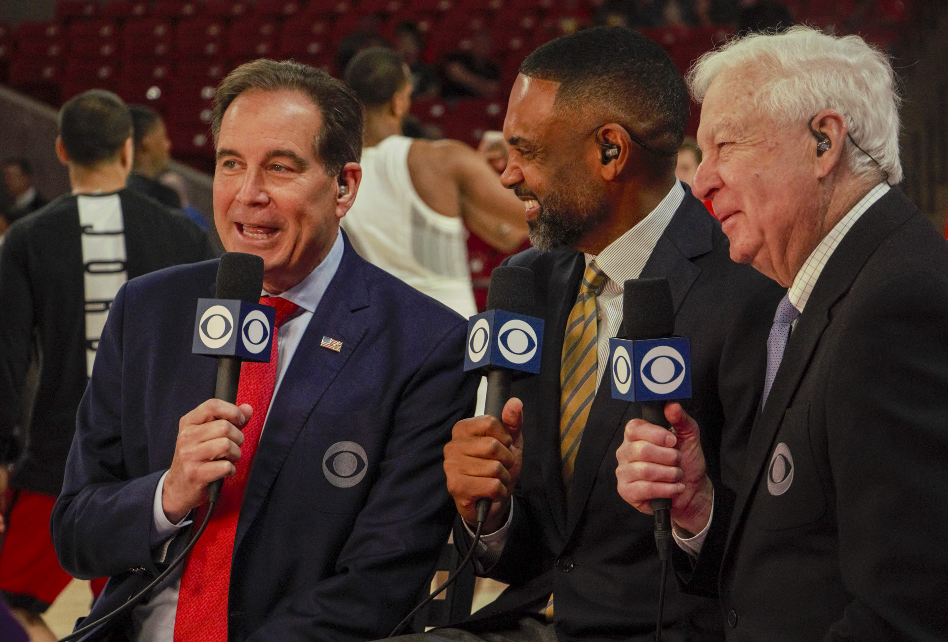 UH alum Jim Nantz (left) called his first Houston home game for CBS on Sunday at Fertitta Center. Nantz was a public address announcer for UH in the late 1970s, when the veteran sportscaster was a student at the University. | Andy Yanez/The Cougar