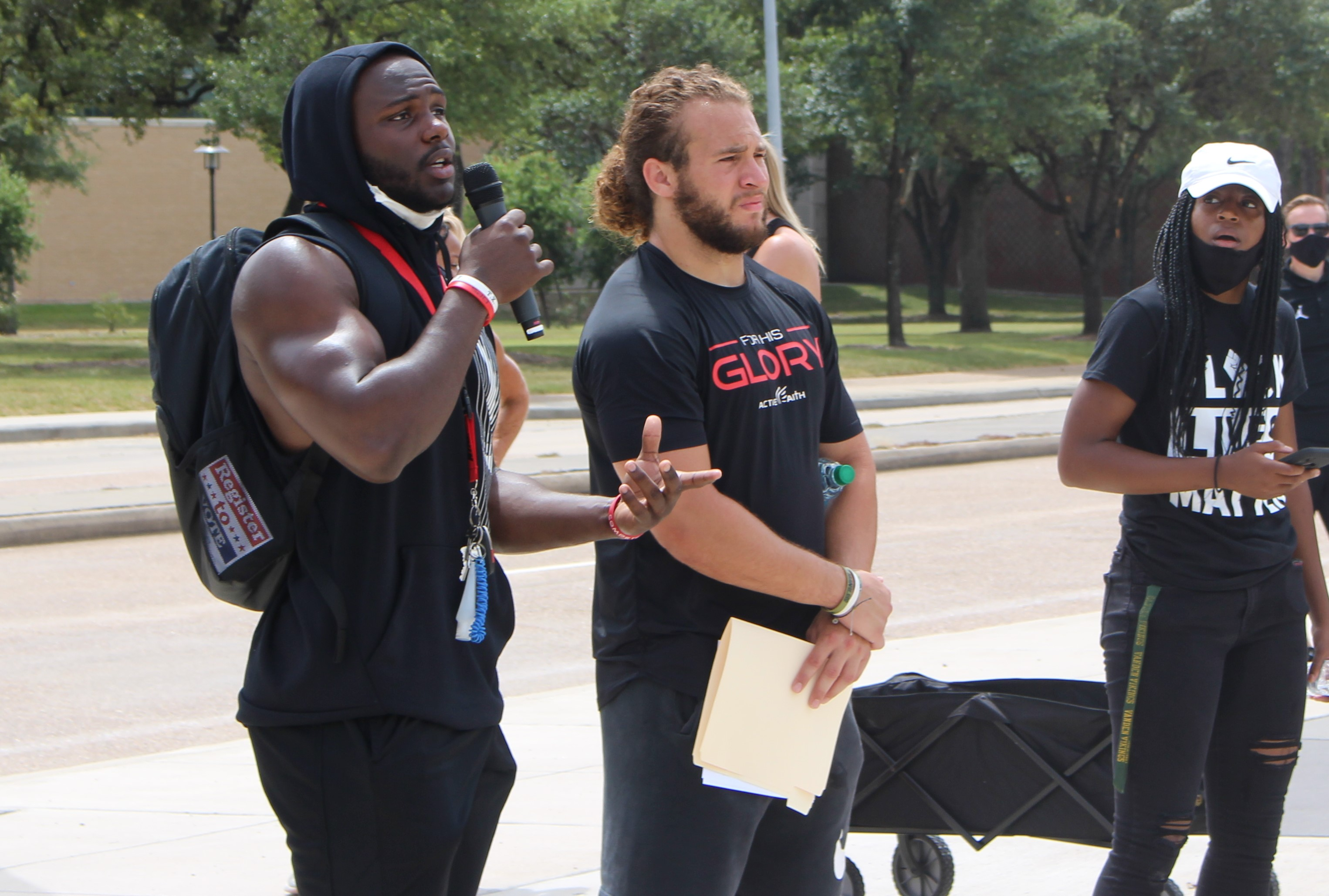 Senior linebacker Grant Stuard (right) is one of eight team captains for UH in 2020. | Donna Keeya/The Cougar
