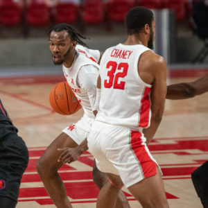 UH senior guard DeJon Jarreau, who had a season-high eight rebounds against USF, uses the screen set by junior forward Reggie Chaney (32) in a game against SMU on Jan. 31. | Andy Yanez/The Cougar