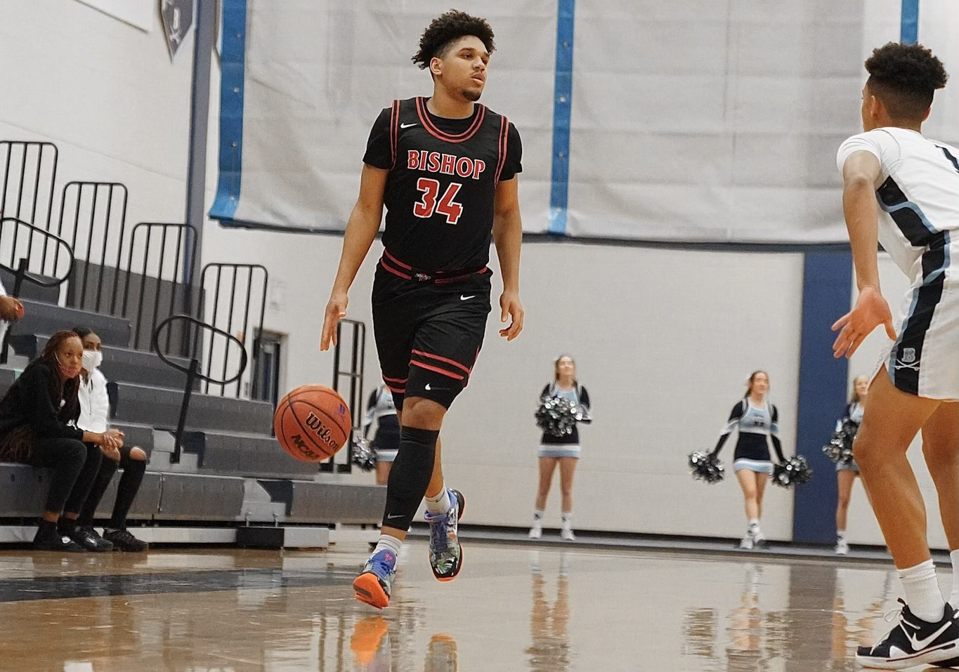 Emanuel Sharp, the nation's No. 8 shooting guard in the class of 2022, saw no reason for waiting to make his commitment to UH because he knew it was the perfect place for him. | Courtesy of Bishop McLaughlin Catholic High School and the Sharp family
