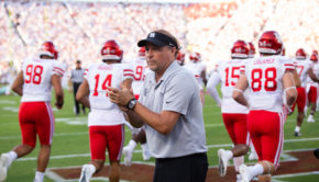 Dana Holgorsen encourages his team ahead of his first game with UH as the head coach of the Cougars in Oklahoma during the 2019 season opener. | Trevor Nolley/The Cougar