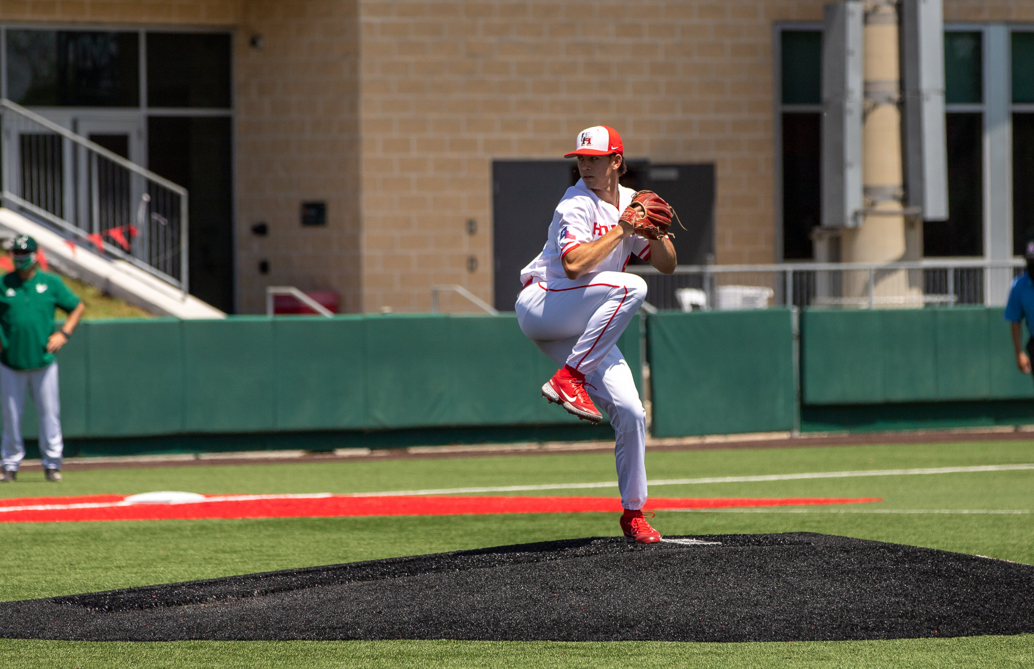Junior left-hander Robert Gasser earned his sixth win of the year, throwing seven innings allowing no earned runs and striking out 10 to power UH baseball to victory in its series opener against Memphis. | Andy Yanez/The Cougar